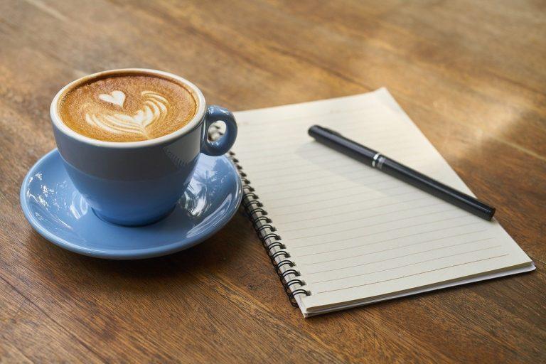 Dobra kawa na złe czasy. Jak ją zrobić bez wychodzenia z domu