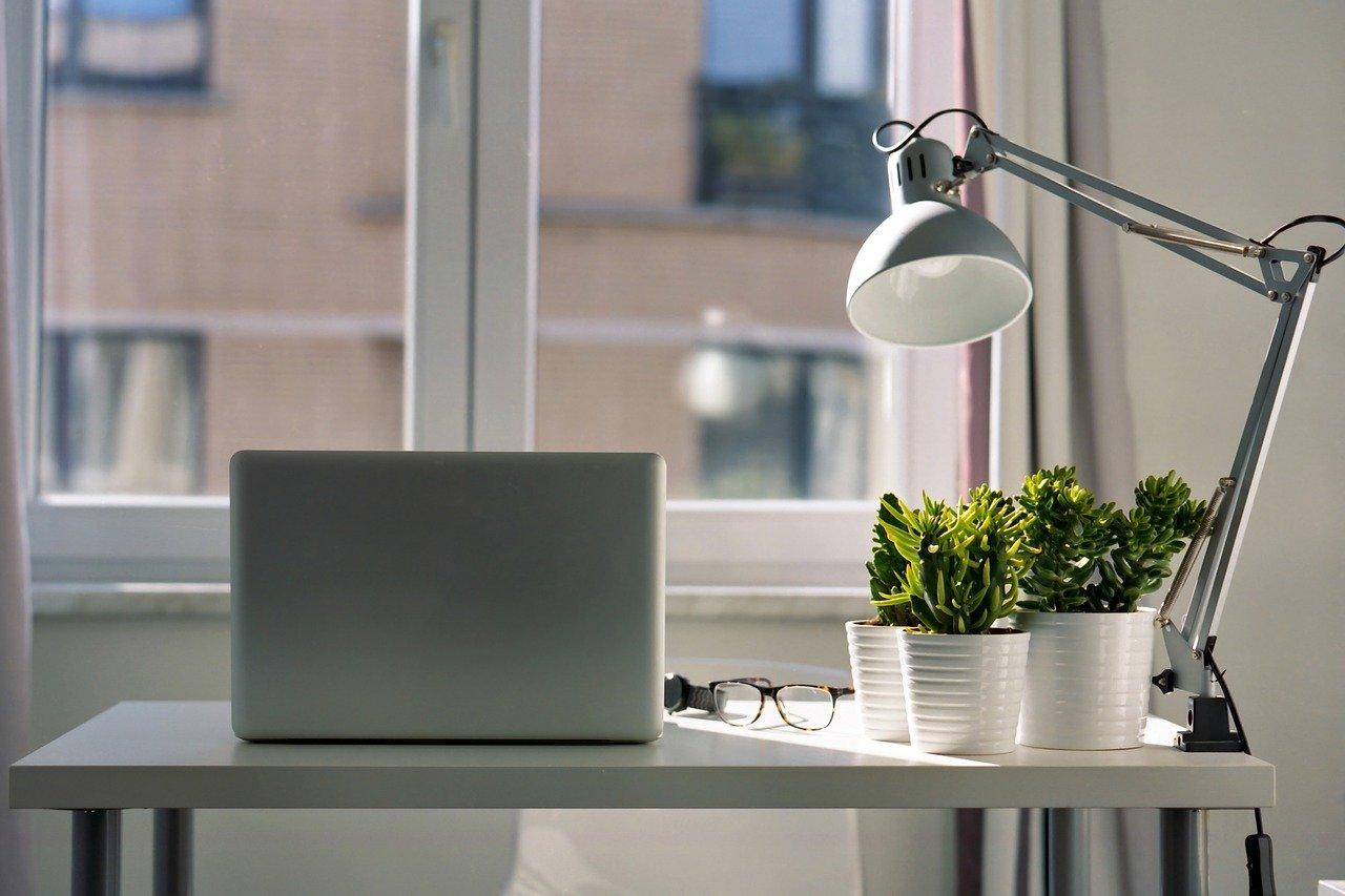 Wnętrze pracy i praca we wnętrzu